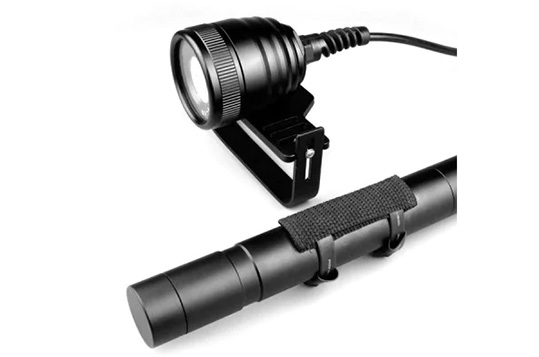 Brinyte DIV10V LED Diving Flashlight